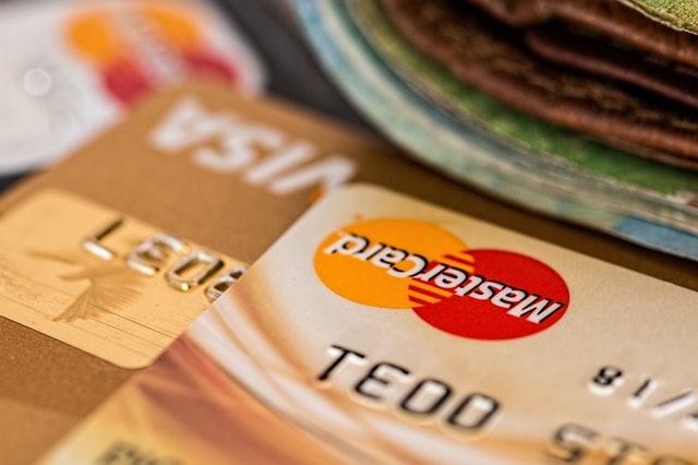 things to consider before paying with a credit card